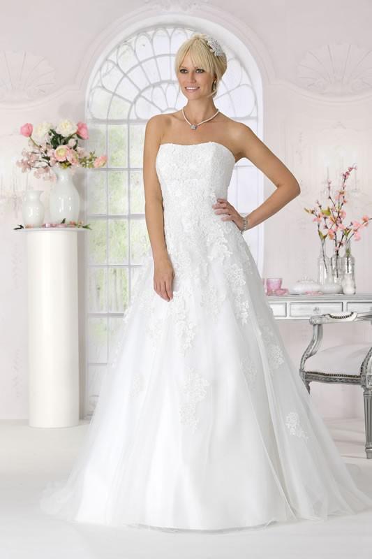 Tres Chic Wedding Dresses