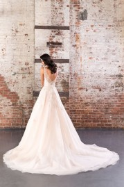 Justin Alexander Signature Wedding Dress 9848